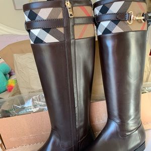 Burberry Riding boots